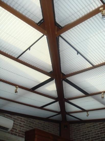 Combinaison de store plissés pour toiture de véranda
