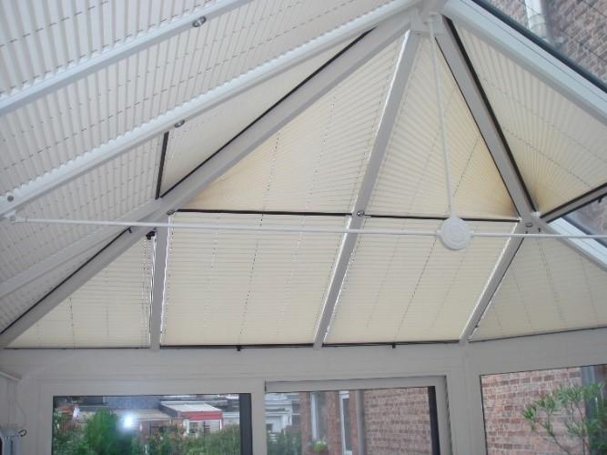 Combinaison de store plissés pour toiture de véranda victorienne