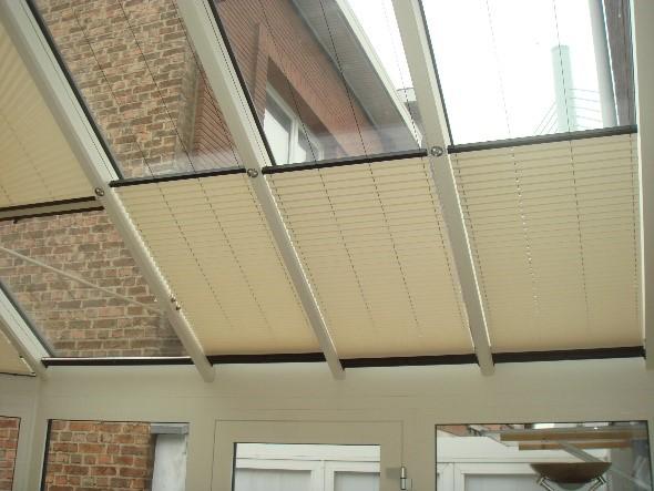 Store plissé toiture de véranda